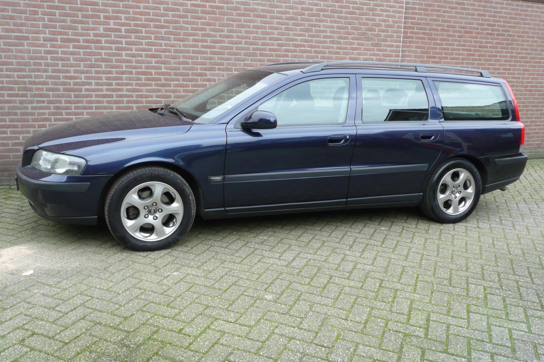 Volvo-V70-10