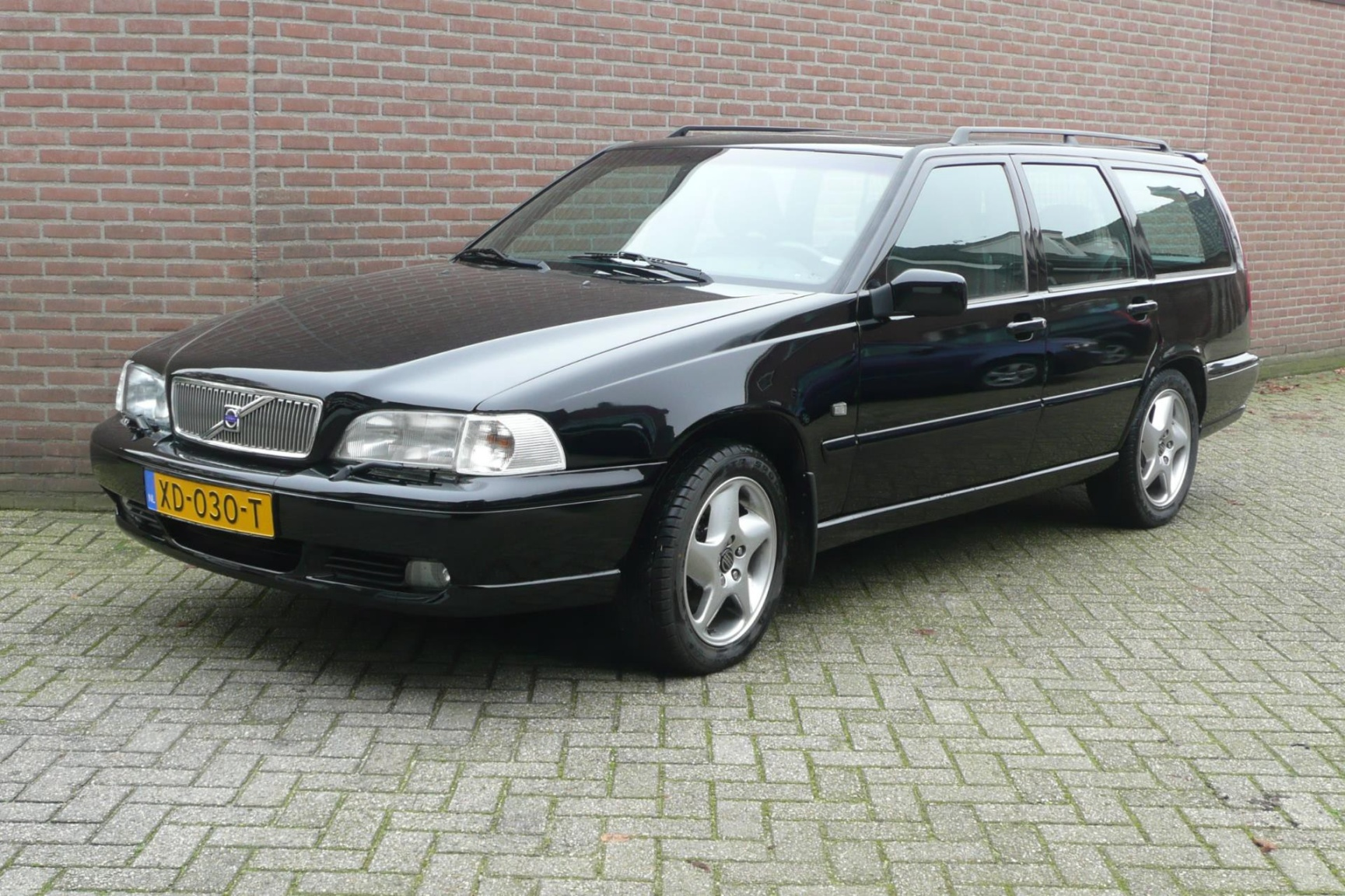 Volvo-V70-0