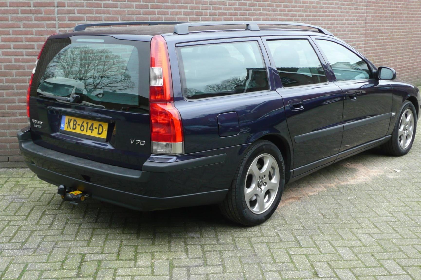 Volvo-V70-4